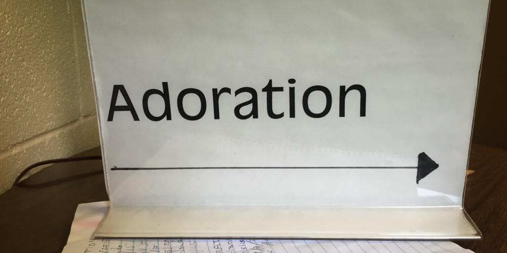 adoration-horizontal